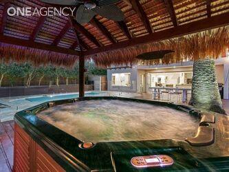 Beachside Resort Living –